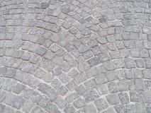 Enkla gråa kullersten från gatorna av Krakow Polen Arkivfoton
