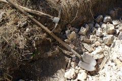 Enkla hjälpmedel som används i huskonstruktion nära Mirebalais, Haiti Arkivfoto