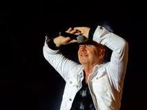 Enkla meningar sätter band direkt i konsert med ledaren och frontmanen Jum Kerr i Genoa Genova, Italien royaltyfri foto