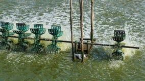 Enkla vattenturbiner som fiskar dammet Royaltyfria Foton