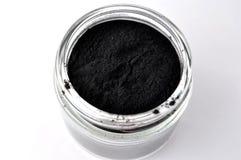Ennegrezca el polvo activado del carbón de leña para la máscara facial del detox Foto de archivo libre de regalías