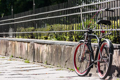 Ennegrezca la bici Imagen de archivo