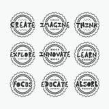 Ennegrezca la línea texturizada sellos fijados con algunos mensajes positivos sabios Foto de archivo