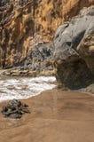 Ennegrezca la playa volcánica de la arena Isla de Tenerife Fotografía de archivo