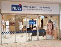 Ennis, Ierland - 17 Nov., 2017: NDLS, Nationale Bestuurder Licence Service royalty-vrije stock foto's