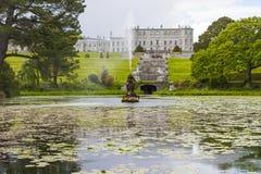 Enniskerry, Ирландия - 5-ое мая: Озеро тритон на Powerscourt Стоковая Фотография RF