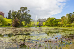 Enniskerry Irland - Maj 5: Triton sjö på Powerscourt Fotografering för Bildbyråer