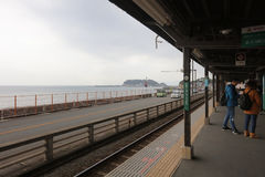 Enoden-Linie in Kamakura, Japan Lizenzfreies Stockbild