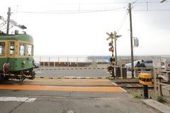 Enoden linje i Kamakura, Japan Arkivbilder