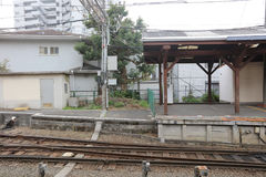 Enoden linje i Kamakura, Japan Arkivfoton