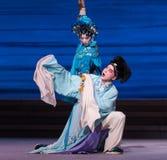 """Enojado en la desintegración del acto de Xu Xian- séptimo del  blanco de Opera""""Madame Snake†de las familias-Kunqu Imagenes de archivo"""