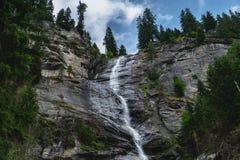 Enorm österrikisk vattenfall i maltatal arkivfoto