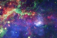 Enorm galax i yttre rymd Starfields av ändlöst kosmos royaltyfria bilder