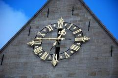 Enorm guld- klocka Arkivbild