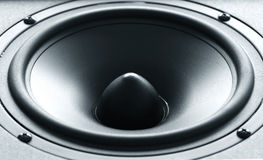 Enorm högtalare för svart bas med det högkvalitativa membranet Arkivbilder