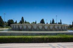Enorm imperialistisk fyrkant för damm- och vattenspringbrunn arkivbild