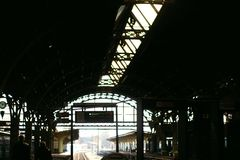 Enorm järnvägsstation royaltyfria foton