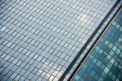 Enorm kontorsbyggnad av exponeringsglas Royaltyfri Fotografi