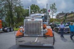 Enorm lastbil, peterbilt Arkivfoto