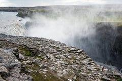 Enorm och kraftig Dettifoss vattenfall, sikt från den östliga banken, Island Arkivfoton