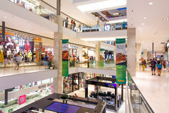 Enorm shoppinggalleria i Kuala Lumpur Royaltyfria Foton