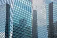 Enorma affärsbyggnader som göras av stål & exponeringsglas Arkivfoto