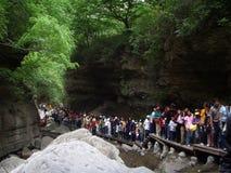 Enorma folkmassor av kinesiska turister i en siktfläck Fotografering för Bildbyråer