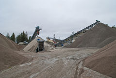 Enorma grusstaplar på brekke bryter sten, piles 2 Fotografering för Bildbyråer