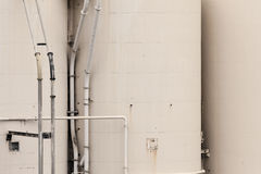 enorma industriella flytande metal lagringsbehållare Royaltyfri Bild