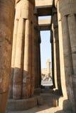 Enorma kolonner av den Karnak templet - Egypten Royaltyfria Foton