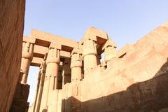 Enorma kolonner av den Luxor templet - Egypten Royaltyfri Bild
