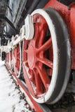 Enorma röda metallhjul Fotografering för Bildbyråer