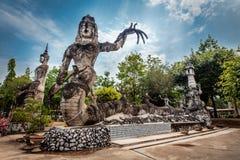 Enorma statyer i skulpturen parkerar, Thailand Arkivbild