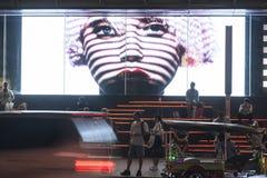 Enorme Anzeige herein von Siam Center-Mall Lizenzfreies Stockbild
