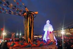 Enorme Eisfrauenfigur in Moskau Die Maslenitsa-Puppe Stockbilder