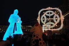 Enorme Eisfrauenfigur in Moskau Die Maslenitsa-Puppe Lizenzfreies Stockbild