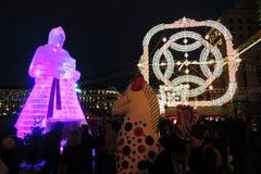 Enorme Eisfrauenfigur in Moskau Die Maslenitsa-Puppe Stockfotos