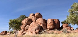 Enorme Flusssteine bildeten sich durch Abnutzung im Karlu Karlu lizenzfreie stockbilder