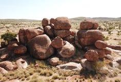 Enorme Flusssteine bildeten sich durch Abnutzung im Karlu Karlu stockfoto