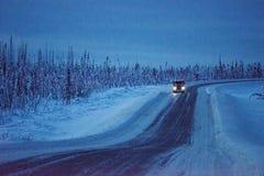 Körniges Bild eines LKWs in Alaska Temperatur in der unter null Stockfotos