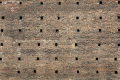 Enorme mittelalterliche Backsteinmauer Lizenzfreies Stockfoto