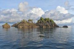 Enorme Panoramalandschaft Raja Ampat Papua Indonesias stockbild