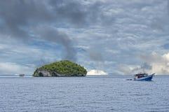 Enorme Panoramalandschaft Raja Ampat Papua Indonesias stockfotos