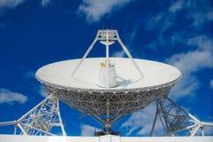 Enorme Radioantenne mit großem Durchmesser Lizenzfreies Stockfoto