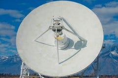Enorme Radioantenne mit großem Durchmesser Lizenzfreies Stockbild