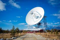 Enorme Radioantenne mit großem Durchmesser Stockbilder