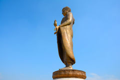 Enorme schöne goldene Buddha-Statue Lizenzfreie Stockfotos