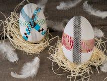 Enorme selbst gemachte Ostereier in einem Nest Lizenzfreie Stockfotografie