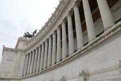 enorme weiße Kolonnade des Monuments nannte Vittoriano in Rom I lizenzfreies stockfoto