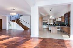 Enorme woonkamer stock afbeelding